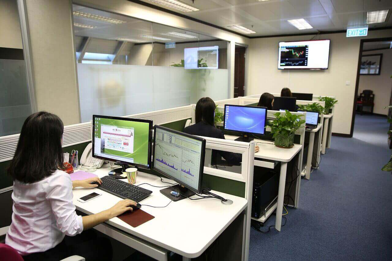 Importância do relógio de ponto em pequenas e médias empresas
